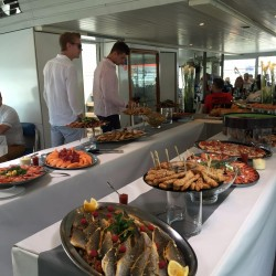 25 catering abord the boat sunday monaco grand prix